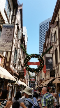 London Court - Christmas and flowers